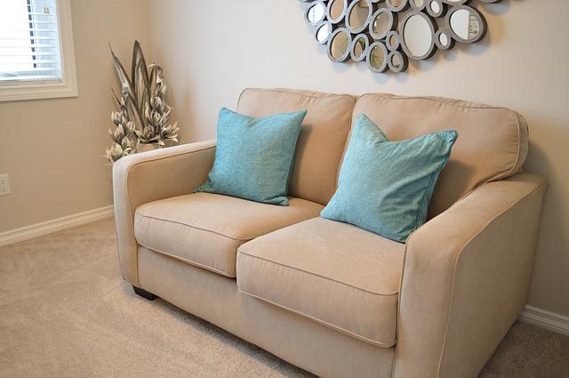 love-seat-1090458_640
