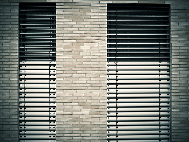 window-1232371_640 (1)